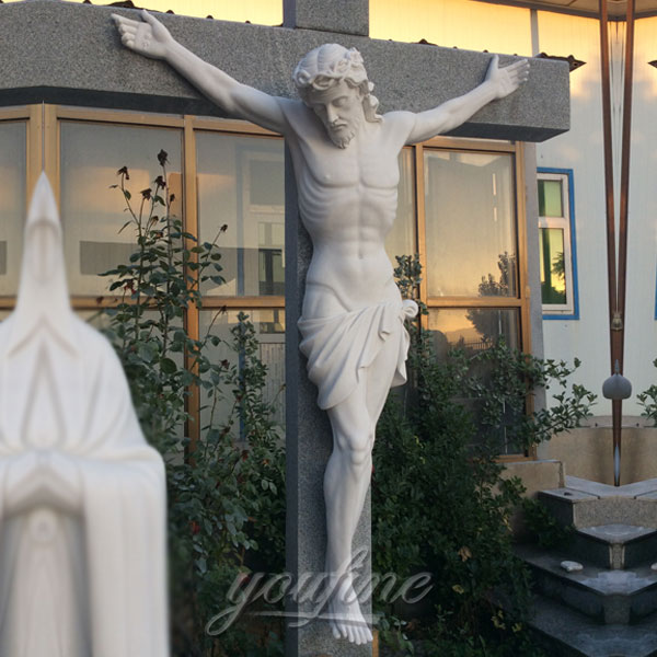 Outdoor church crucifix of jesus on the cross statue for Sale